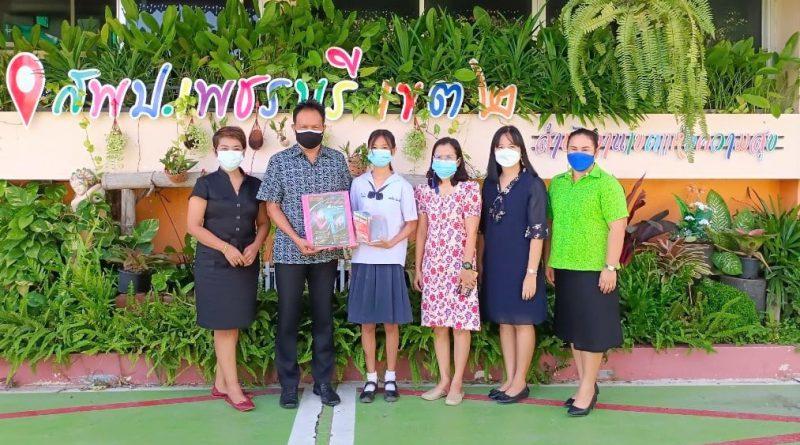 รับรางวัลการแข่งขันทักษะภาษาไทย